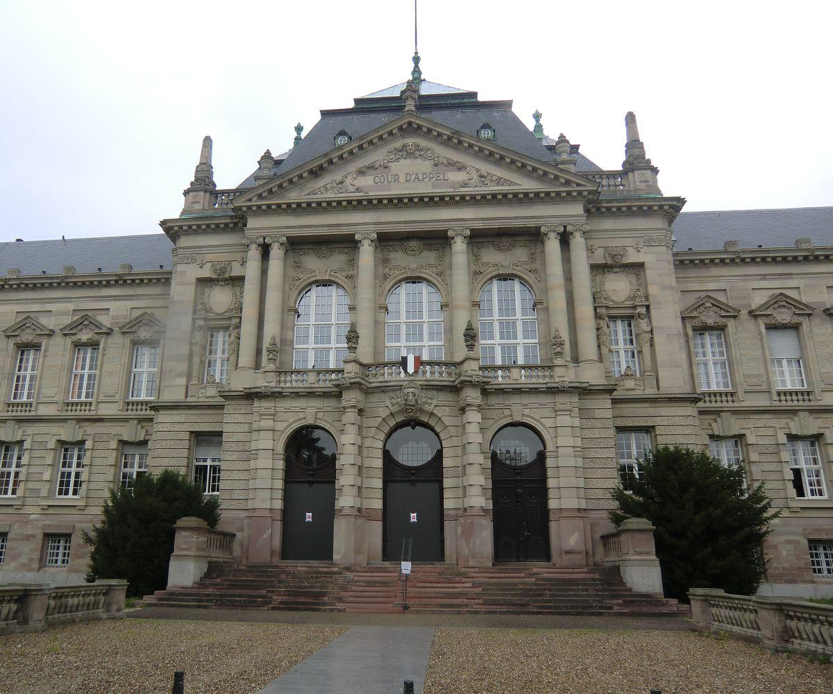 Cour datant de wikipedia